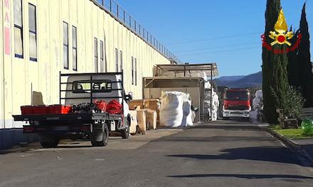 Cronaca, Montale: incendio in una azienda del tessile