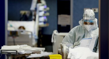 Aggiornamento Covid: lieve calo nei ricoveri ma più malati in terapia intensiva
