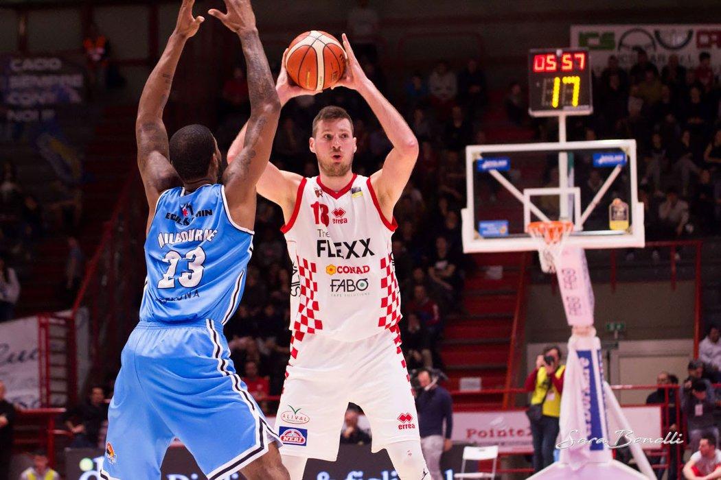 News Sport. Basket: Daniele Magro torna a Pistoia.