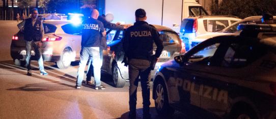 Cronaca, Pistoia: si presenta in Questura per il permesso ...