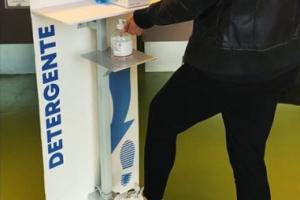 A Serravalle Pistoiese ditta privata dona 10 totem per dispensare gel disinfettante