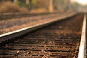 Per un incendio di sterpaglie bloccato il traffico ferroviario